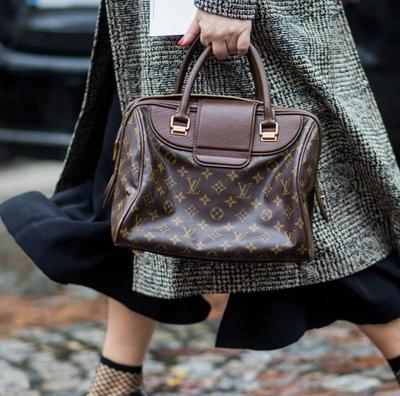 [FORUM] Mendingan tas atau baju ya yang harus barang branded?