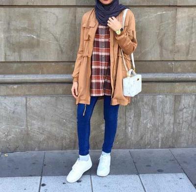 Kalo lagi pake kemeja kotak-kotak enaknya pake hijab motif apa ya?