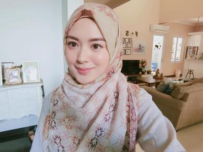 Inspirasi Hijab Style Ala Hijabers Korea Ayana Moon, dari Casual Sampai Formal!