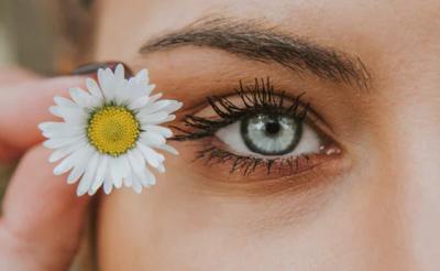 Ini 4 Cara Menghilangkan Kerutan Dibawah Mata dengan Bahan Alami