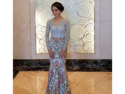 Model Kebaya Brokat Modifikasi Batik