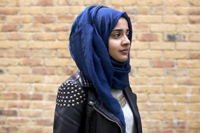 Mix and Match Perpaduan Hijab Warna Biru yang Bikin Kamu Makin Kece