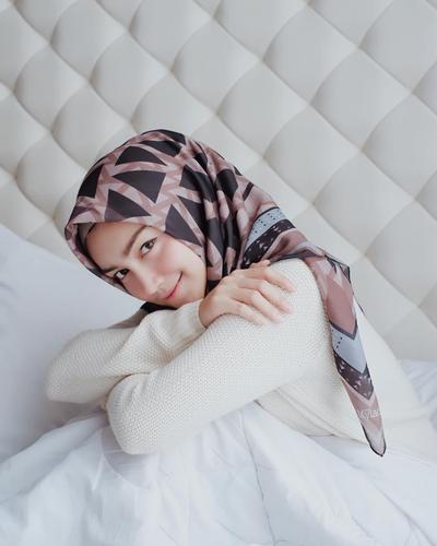 Cantik Dengan Hijab Segi Empat