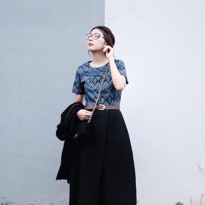 4 Inspirasi Model Batik Modern yang Bikin Kamu Senang Mengenakannya Ke Mana-mana