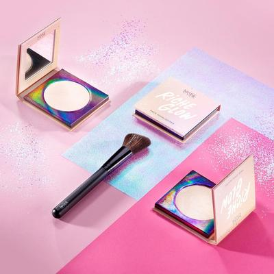 1. Make Over Riche Glow Face Highlighter