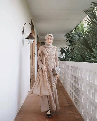 Bingung Pilih Model Baju Pesta Muslim? Yuk, Intip Gaya 4 Seleb Ini!