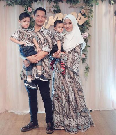 Model Baju Gamis Batik Ala Selebritis