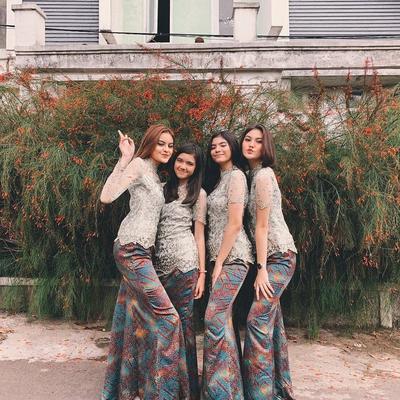 4 Model Baju Kebaya untuk Lamaran Ini Sedang Banyak Diincar Para Wanita