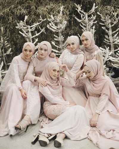 5 Model Kebaya Muslim untuk Bridesmaid Ini Lagi Banyak Jadi Pilihan Selebgram