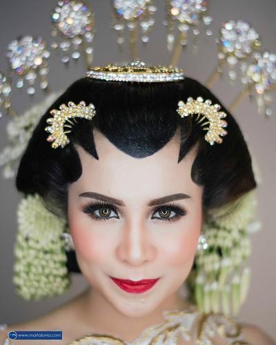 Intip Inspirasi Makeup Pengantin Adat Jawa Ala Selebriti