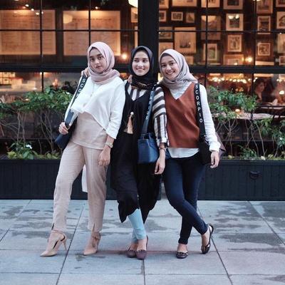 Inspirasi OOTD Hijab Fashion Kece dan Trendy untuk Kamu Berangkat Ke Kampus