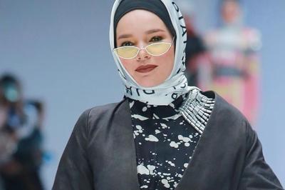 Bosan dengan Gaya Hijab Kamu? Coba Style Dewi Sandra Biar Foto Instagram Makin Kece