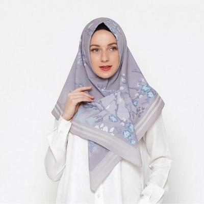 Rekomendasi Tutorial Hijab Segi Empat, Gak Melulu Dililit ke Belakang!