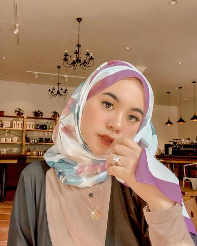Anti Boring, Intip Tutorial Hijab Style Pashmina yang Lagi Kekinian Ini!