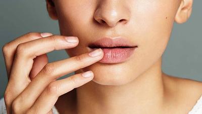 Sering Tidak Sadari, Ini 5 Penyebab Bibir Hitam Muncul!