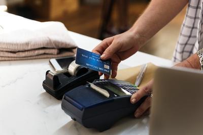 5. Gunakan Point Reward Kartu Kredit Kamu