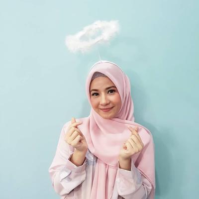Ragam Hijab Warna Peach yang Bikin Wajah Terlihat Lebih Cerah Merona