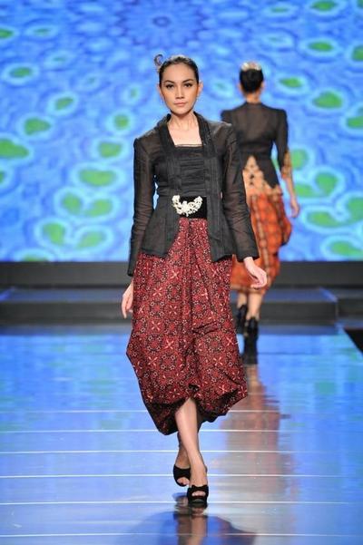 Model Rok Kebaya Kutu Baru dari Kain Batik Tumpuk