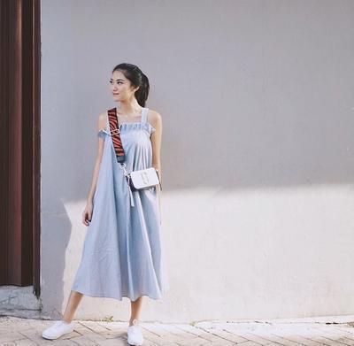 Tips Bergaya Kekinian dengan Pakai Outfit Warna Biru Supaya Tampil Lebih Asik