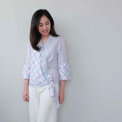 Pakai Model Baju Batik Seperti Ini Akan Tetap Bikin Penampilanmu Modis dan Hits Lho!