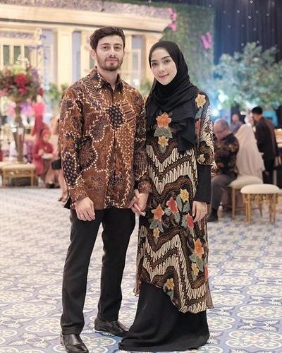 Model Baju Batik Couple