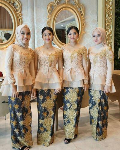 4 Inspirasi Model Baju Atasan Brokat Untuk Jadi Bridesmaid Simpel