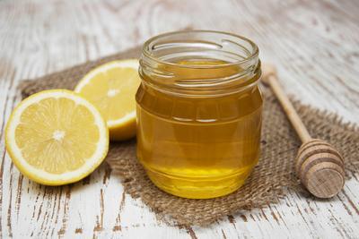 3. Cara Buat Masker Madu dan Lemon