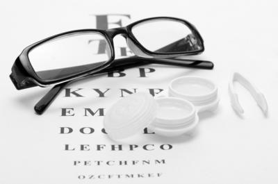 [FORUM] Lebih suka pake kacamata atau softlens?