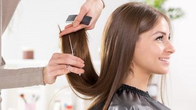 Lakukan Cara Potong Rambut Seperti Ini Sehingga Kamu Tak Perlu Keluar Biaya ke Salon!