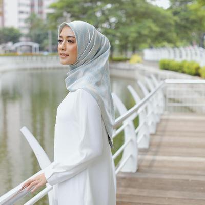 Baju Model Sekarang yang Lagi Banyak Dipakai Para Selebgram Hijabers di Instagramnya