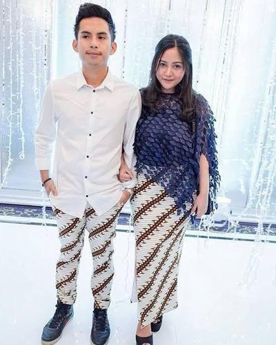 Desain Baju Couple Batik