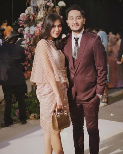 Desain Baju Couple Senada