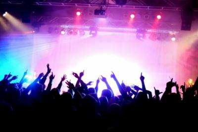 [FORUM] Kalian termasuk yang suka nonton konser atau liatin dari video aja?