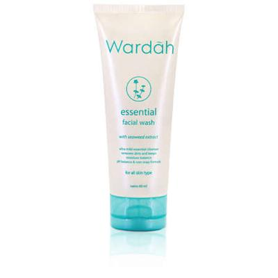 2. Wardah Essential Facial Wash