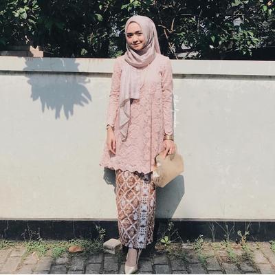 Model Baju Kebaya Brokat Kombinasi Batik