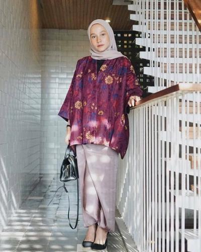 Bingung Pilih Busana Formal? Ini Model Gaun Batik yang Bikin Kamu Lebih Anggun