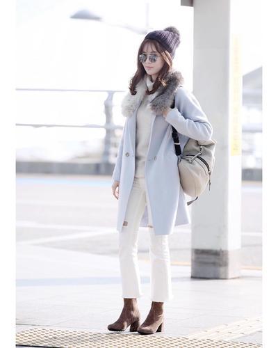 1. Seohyun dengan Coat dan White Denim