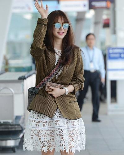 2. Yoon Eun-hye dengan Short Dress dan Blazer