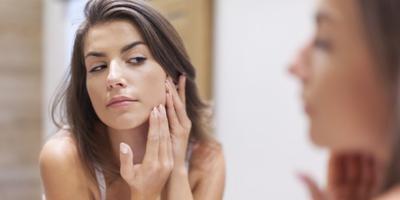 5 Cara Ampuh Menghaluskan Wajah Bekas Jerawat yang Tidak Rata, Cukup 2 Hari!