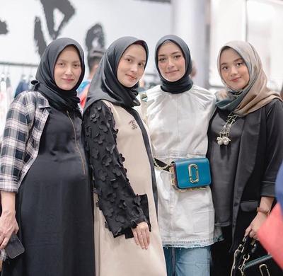 5 Cara Memakai Hijab Segi Empat Diikat Ke Leher Supaya Tidak Tampil dengan Gaya Itu-itu Saja