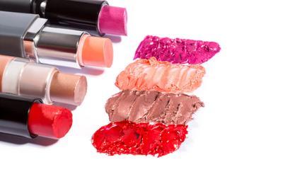 [FORUM] Lebih suka pake lipstick matte, creamy, atau glossy?
