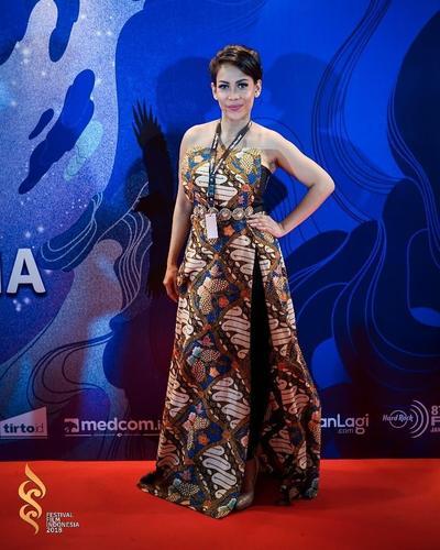 Batik ala Nazira C. Noer