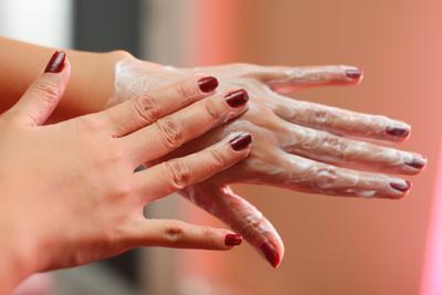 3. Cara Memutihkan Kulit Tangan dengan Tepung Beras dan Minyak Zaitun