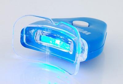 2. Pemutih Gigi di Apotek