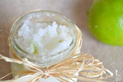 4. Cara Memutihkan Gigi dengan Garam dan Jeruk Nipis