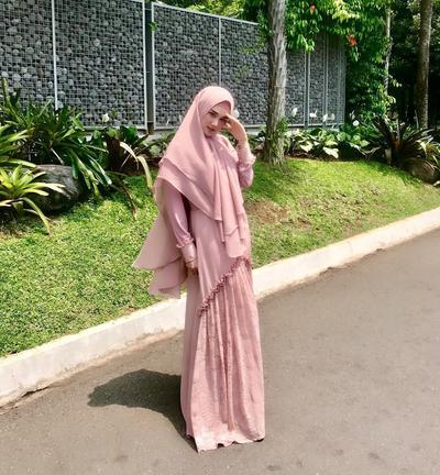 5 Gaya Hijab Syar'i Mulan Jameela, Makin Anggun Sejak Hijrah!
