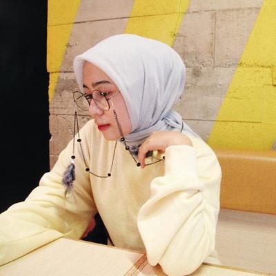 Model dan Cara Pakai Kacamata yang Cocok untuk Hijabers Supaya Tak Bikin Hijab Berantakan