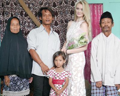 Viral di Medsos! Ini Potret Mesra Pernikahan Bule Cantik dengan Pria Muntilan