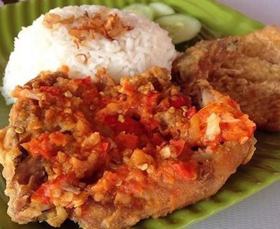 Rekomendasi Ayam Geprek yang Pedasnya Nampol di 5 Kota Besar Indonesia!