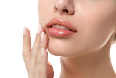 Tak Hanya Mempercantik, 5 Merek Lipstik untuk Bibir Kering Ini Bisa Bantu Melembabkan Juga Lho!